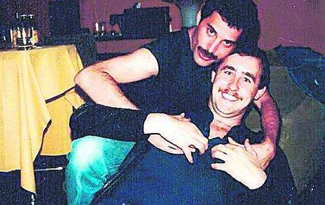 Kamkoliv přijede vzpomíná Peter na Freddieho.
