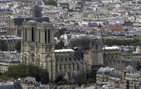Vyšetřování požáru pařížské Notre-Dame pokračuje i měsíc po události, (14.05.2019).