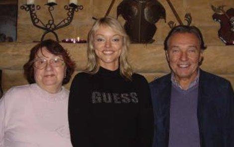 Dominika Gottová s rodiči, Karlem Gottem a Antonií Zacpalovou