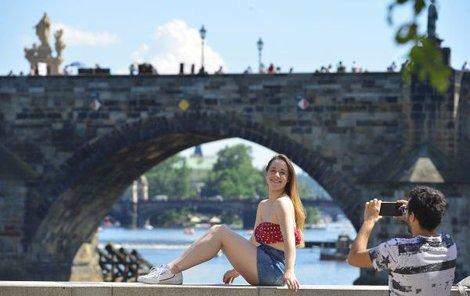 V centru Prahy teploty vystoupaly včera na 31 stupňů.