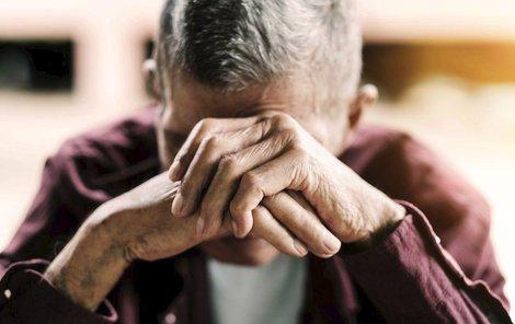 Senioři jsou často týráni svými blízkými i ve zdravotnických zařízeních (ilustrační foto)