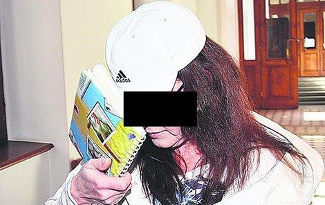 Za útok kyselinou hrozí teď Anně K. až 12 let vězení.