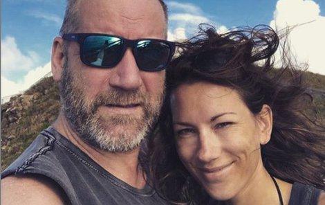 David Koller (58) teprve nedávno odtajnil svou lásku Annu Dolejskou (31). Dokonce mu prý porodí čtvrtého potomka.