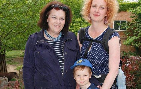 Jitka Smutná s dcerou a vnukem