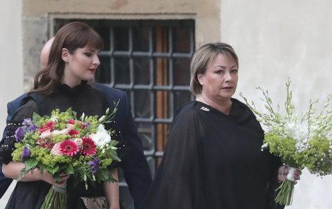 Kateřina Zemanová s matkou Ivanou míří na prestižní akci.