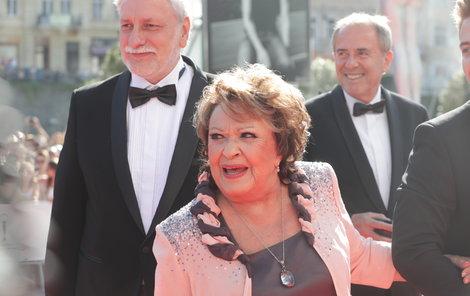 Jiřina Bohdalová dorazila hned s trojicí mužů. Mimo jiné režisérem Zdeňkem Zelenkou.