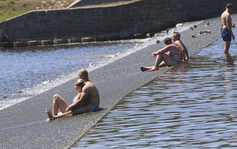 Česko zasáhlo tropické vedro, teploty se šplhaly až k 38 °C (30.6.2019)