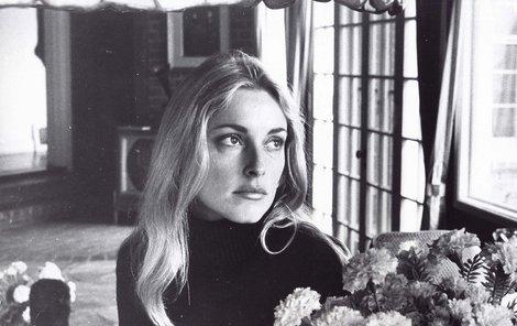 Herečka Sharon Tate byla zavražděna členy rodiny Mansona.
