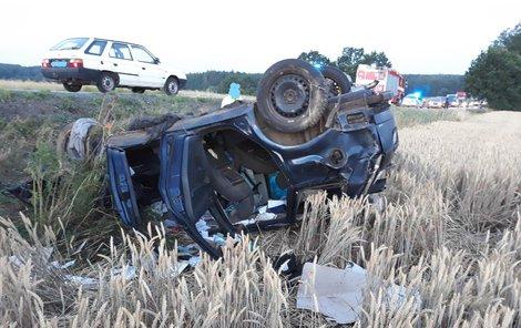 Mladý řidič nezvládl ve čtvrtek rychlou jízdu a po nehodě u Třeboně zemřel.