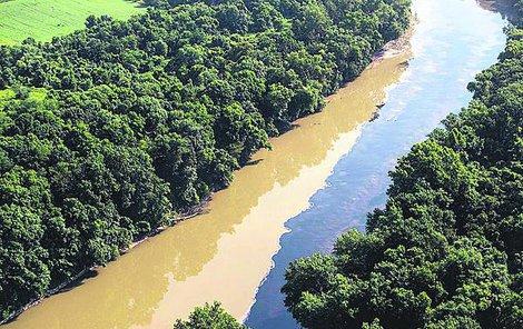 Do řeky uniklo 9 milionů litrů whiskey.