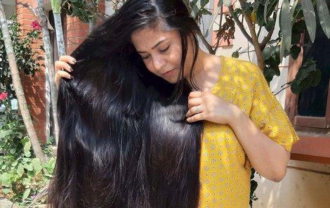 S úpravou vlasů stráví žena spoustu času. Naposledy se nechala ostříhat v pěti letech. O tolik vám vlasy povyrostou za třicet roků.