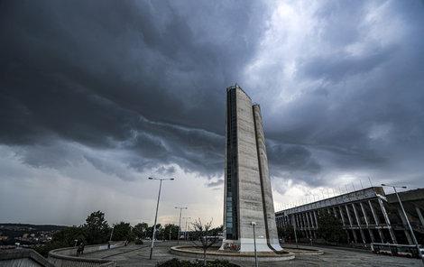 S teplým letním počasím přichází opět hrozba bouřek