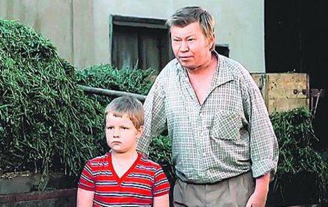 1975 Se svým seriálovým otcem Václavem Sloupem v Chalupářích.