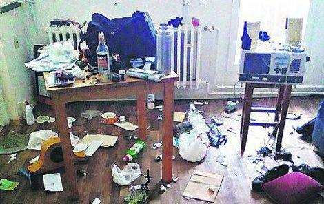 Obývací pokoj, jaký by chtěl obývat asi málokdo.