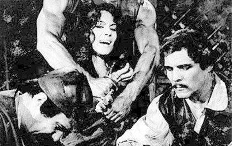 1970 Kladivo na čarodějnice Takto mučili Soňu Valentovou ve filmu.