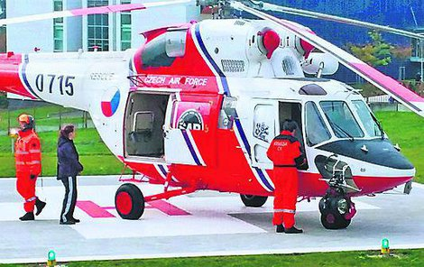 Kvůli dítěti přiletěl i vrtulník.