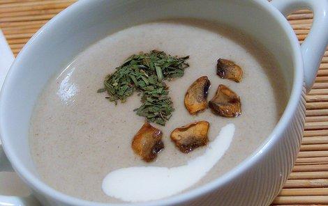 Chlebová houbová polévka
