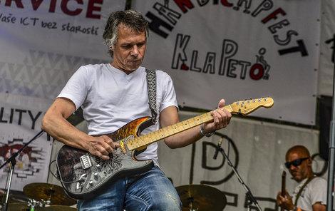 Janek Ledecký