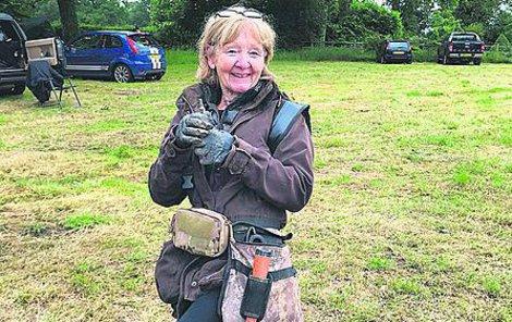 Sue Kilvertová se v penzi dala na hledání pokladů.