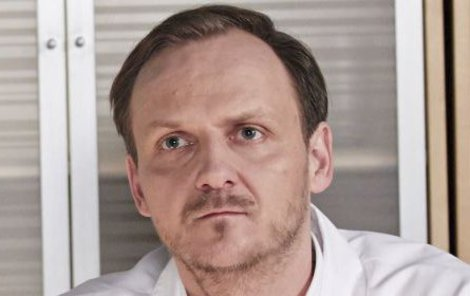 Honza Hájek jako doktor Sekora.