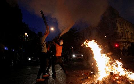 V Chile musel být kvůli demonstracím proti zdražení jízdenek vyhlášen výjimečný stav (19. 10. 2019)