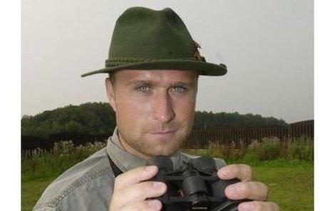 Jaroslav Bednář je vášnivým lovcem zvěře. Ani včera nemohl chybět v lese.