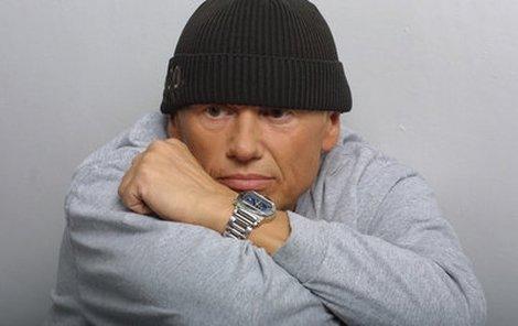 Jiří KornZpěvák Jiří Korn (66) miluje všechno voňavé a nablýskané.