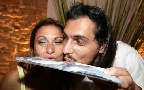 Yvetta Blanarovičová s Markem Pillem album Santa Maria nejen zkropili šampaňským, ale také si to vypili.
