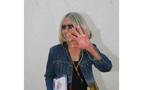 Tereza Pergnerová měla včera narozeniny a zároveň vyhrála v kategorii nejoblíbenější moderátorky. Zdržela se jen pět minut a zase utekla.