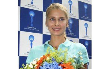 Topmodelka Hana Soukupová pochází z Karlových Varů, ale nyní žije v New Yorku a ve světě udělala velkou kariéru.