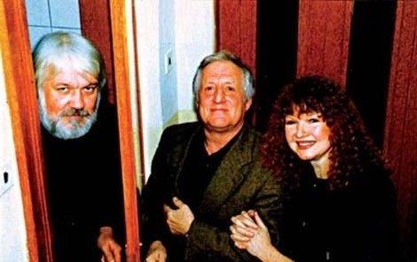 Miloš Nop (vlevo) se svou manželkou, zpěvačkou Lídou Nopovou, a Pavlem Bobkem.