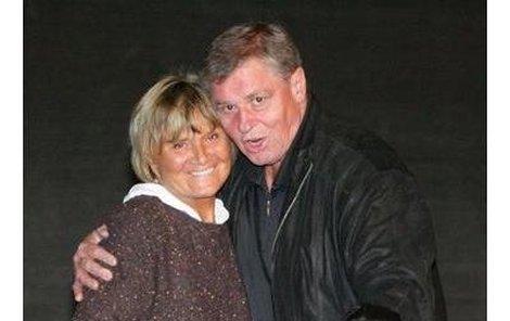 Laďa Kerndl se setkal i s manželkou Michala Tučného, která má ve vesnici chalupu.