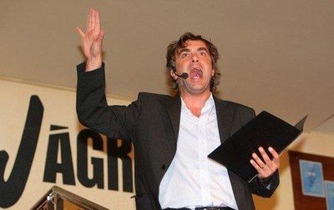Herec Tomáš Matonoha se jako moderátor uměl na podiu i pořádně rozohnit.