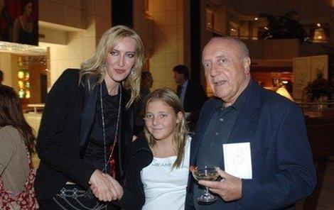 Felix Slováček s dcerou Aničkou se nemohl na obrazy malířky Dity Štěpánové vynadívat.