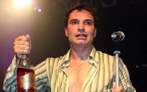Jiří Macháček se při křtu DVD skupiny Mig 21 v pražském Lucerna Music baru pořádně rozjel.