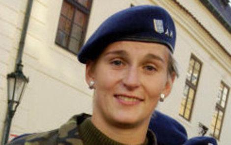 Barbora Špotáková se rozhodla spojit svůj život s uniformou.