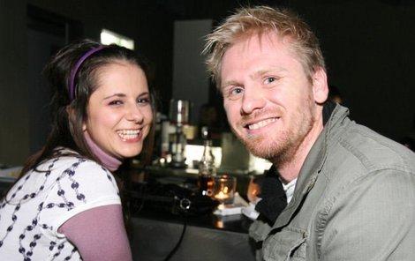 Laďka Něrgešová se nemohla nabažit svého přítele Jaroslava Plesla, který se s ní ukázal poprvé ve společnosti.