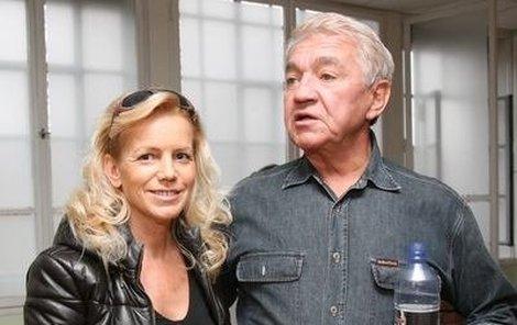 Jiřího Krampola doprovodila na křest i jeho manželka Hanka.