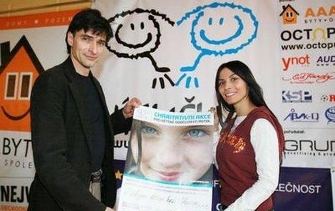 Zdeněk Podhůrský a Eva Aichmajerová se zúčastnili charitativní tiskové konference Úsměvy 2006.