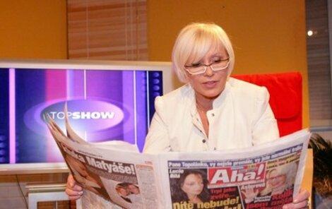 Hana Čížková se během natáčení Top show pořádně bavila nad deníkem Aha!