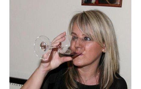 Lenka Hornová pila na večírku víno, i když je ve čtvrtém měsíci těhotenství.