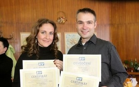 Vendula Svobodová a Janis Sidovský obdrželi po úspěšných zkouškách i glejt!