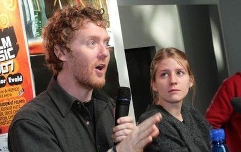 Markéta Irglová strávila v Irsku společně se svým hereckým kolegou Glenem Hansardem měsíc při natáčení. Zřejmě se jí tam tak líbilo, že se tam v červnu odstěhovala.