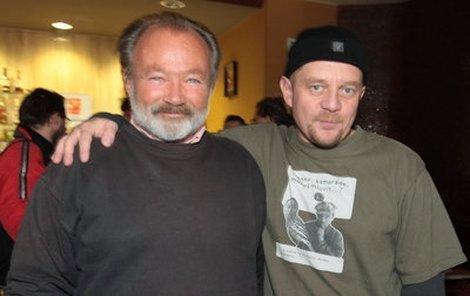 Rudolf Hrušínský (vlevo) a Petr Čtvrtníček patří k tomu nejlepšímu, co Poslední plavky nabízejí.