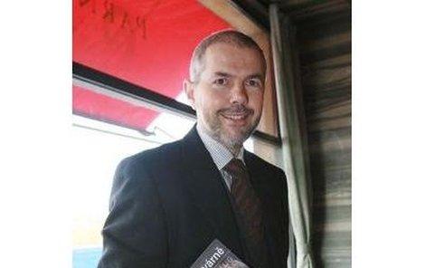 Marek Eben pokřtil už třetí knižní vydání svých rozhovorů, které vede v pořadu České televize Na plovárně.