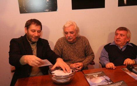 Tomáš Töpfer, Ladislav Smoljak a Jiří Krytinář (vpravo) propagují radar!