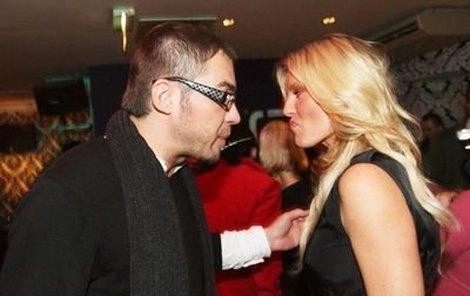 Hádka mezi exmanžely Simonou Krainovou a Bořkem Slezáčkem zřejmě začala už na narozeninách kadeřnického salonu. Pak už následovaly jen výhružné SMS.
