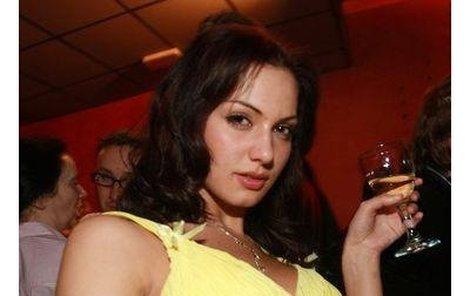 Víno, pivo – pilo se co teklo. Však se to taky podepsalo na stavu nové České Miss Elišky Bučkové. Eva Čerešňáková ji okolo půlnoci raději odtáhla domů.
