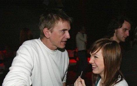 Osmnáctiletá Kamila je sice zadaná, páteční večer však strávila  s šéfem X Factoru Vítkem Pokorným.