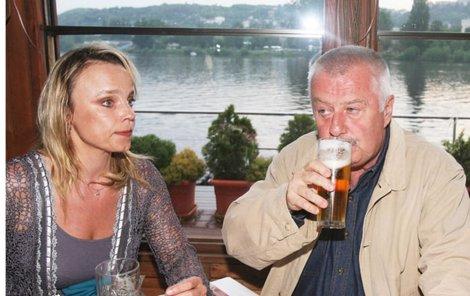 Ladislav Potměšil byl dost smutný z toho, že v seriálu Ordinace 2skončí. Jaký čeká osud jeho seriálovou manželku Veroniku Jeníkovou, zatím není známo.